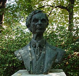 Bust of Bertrand Russell by Marcelle Quinton (1980) in Red Lion Square Camden/London