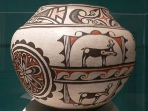 Hopi pottery, Arizona. Olla, 19th century. Ceramic with pigments.