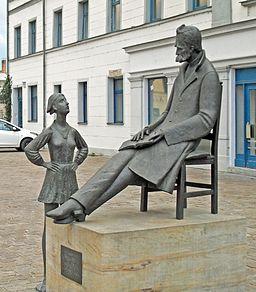 Nietzsche statue in Holzmarkt in Naumburg