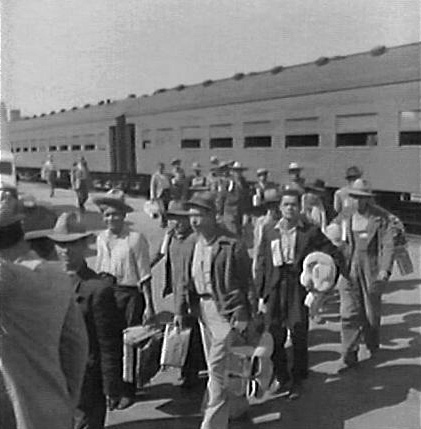 Braceros arriving in 1942