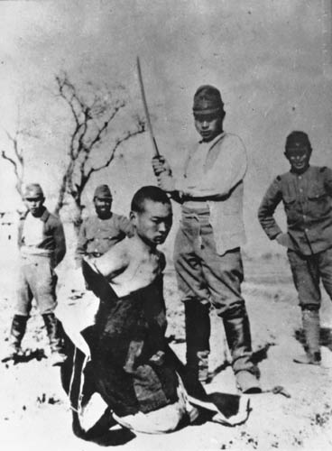 A Chinese POW about to be beheaded by a Japanese officer